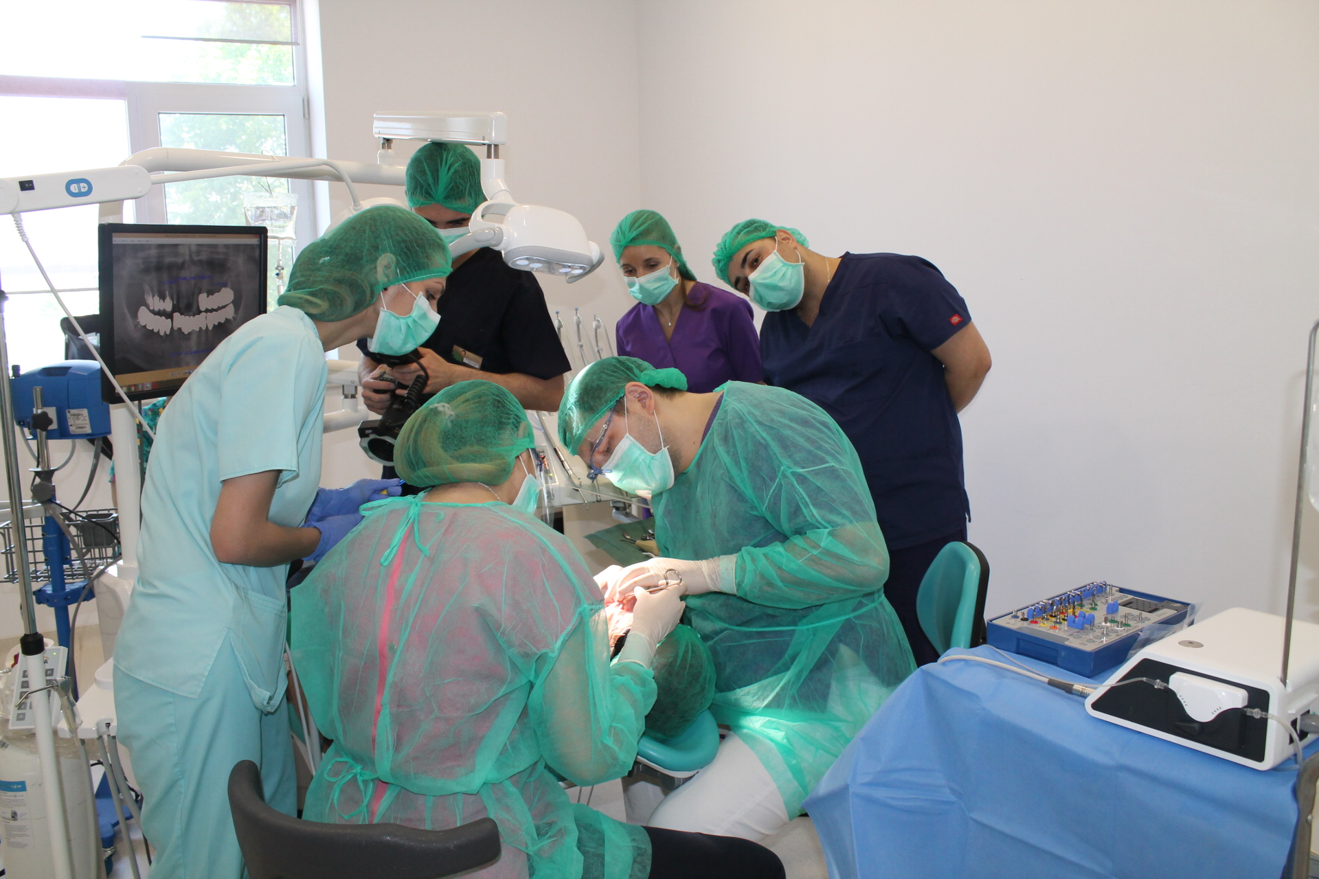 Dr Leahu si echipa